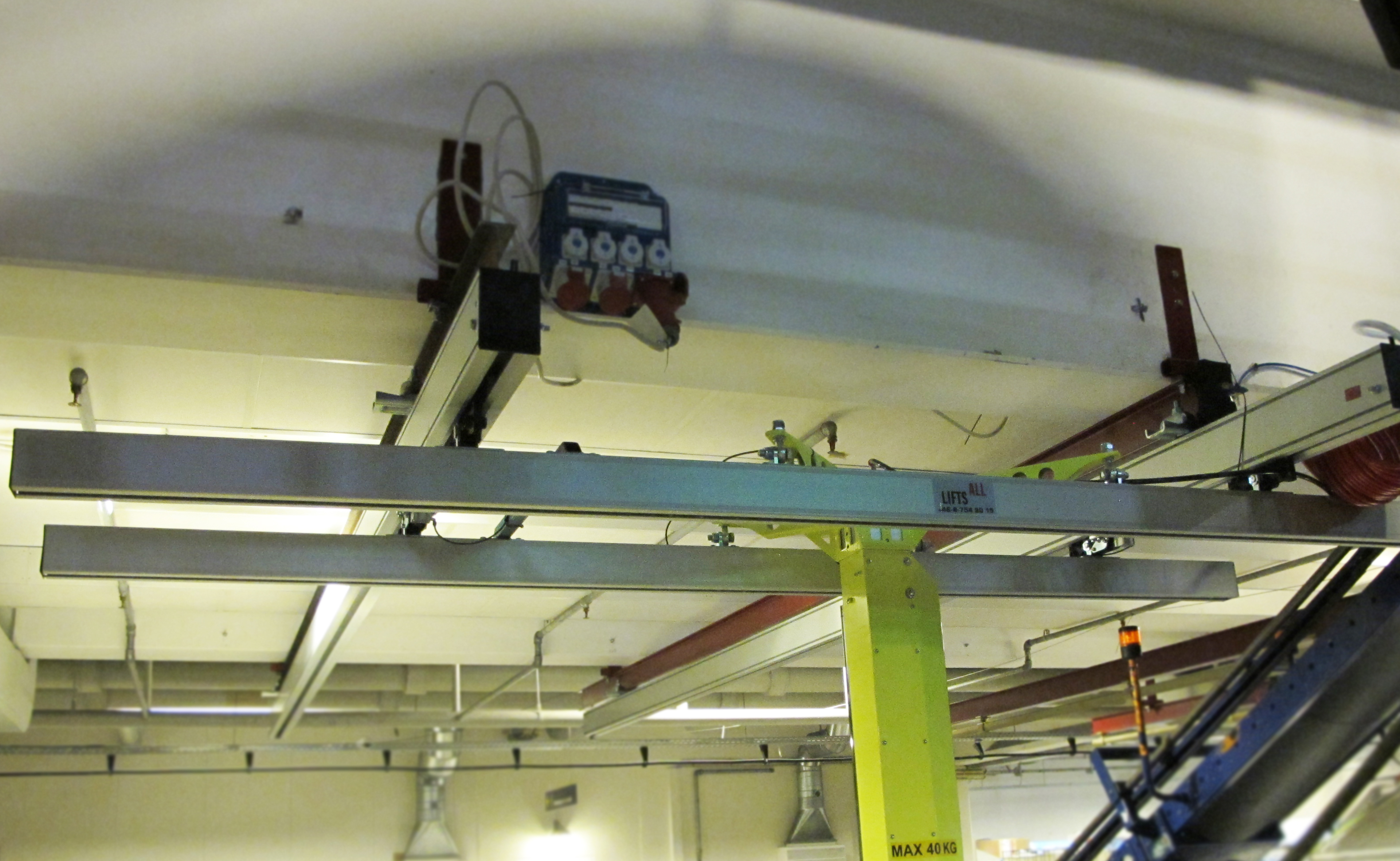 overhead-crane-system-airport-baggage