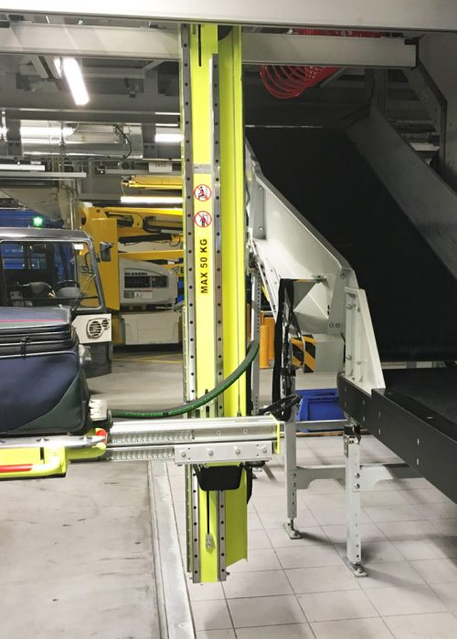 Container Loading System (CLS) lifting baggage at Munich Airport.