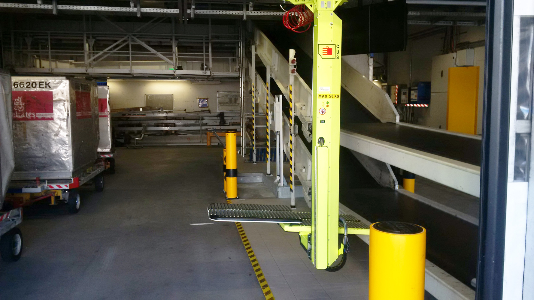 Container Unloading System (CUS) baggage lift - Lifts All